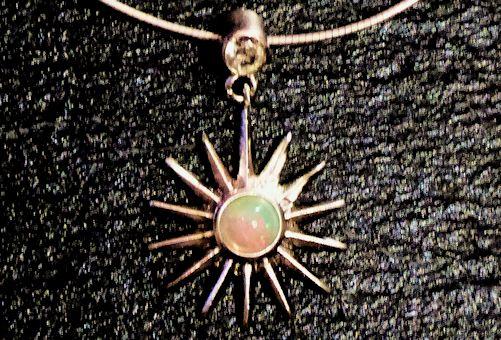 Welo-Opal / Bergkristall Silberanhänger
