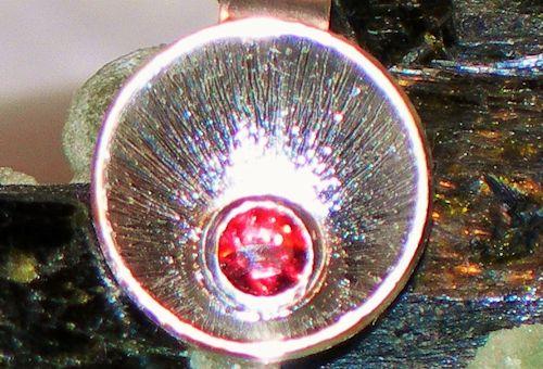 Lindi-Granat Silberanhänger